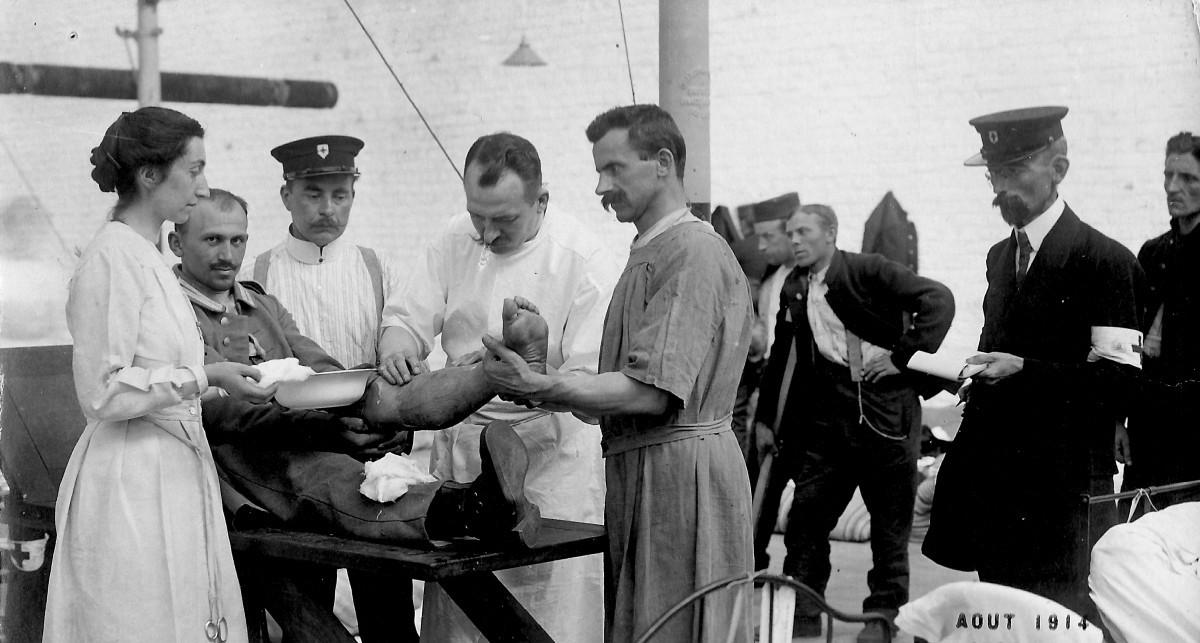 Soldats-allemands-soignes-aout-1914